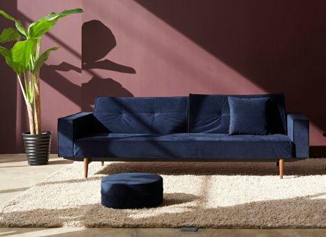 Sofaer Til Unge: Says who designere. Blomstret sofa og påfugl til sengen.