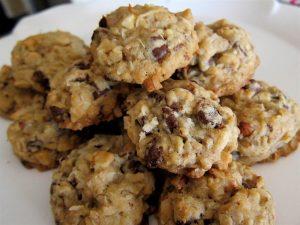 Cookies med chokoladestykker og mandler