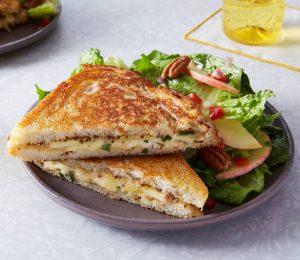 Toast med gruyere-ost og grønnsaker