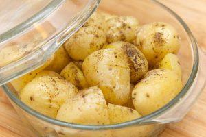 koge kartofler i mikrobølgeovn