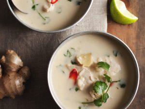 Suppe med kylling og kokosmælk