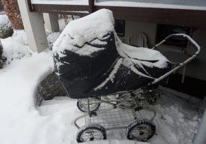 barnevogn i sne