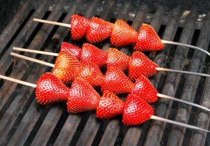 Panzanella med grillade jordgubbar
