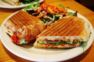 Sandwich med tun, tomat og chorizo