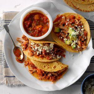 Tacos med svinekød og mangosalsa