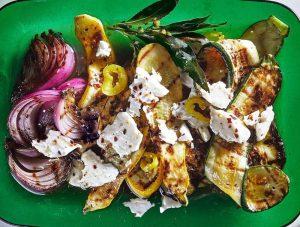 Grillet squash med rødløg og feta