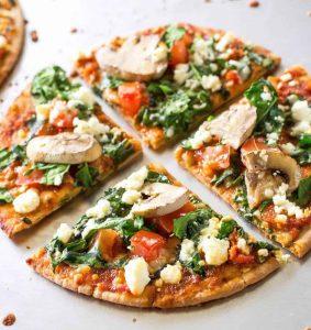 Pizza med spinat og blåskimmelost